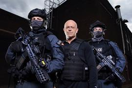 ROSS_KEMP_AND_THE_ARMED_POLICE_02