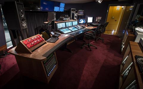 ESBroadcast_Hospital_Club_music_control_room