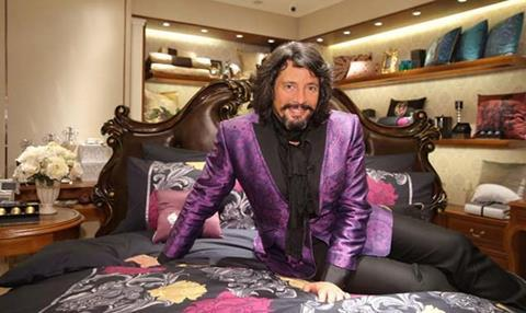 Laurence Llewellyn Bowen – Cracking China
